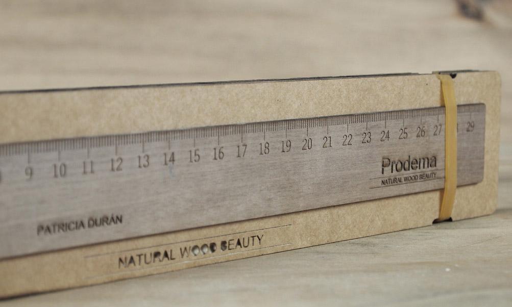 Règle en bois gravée