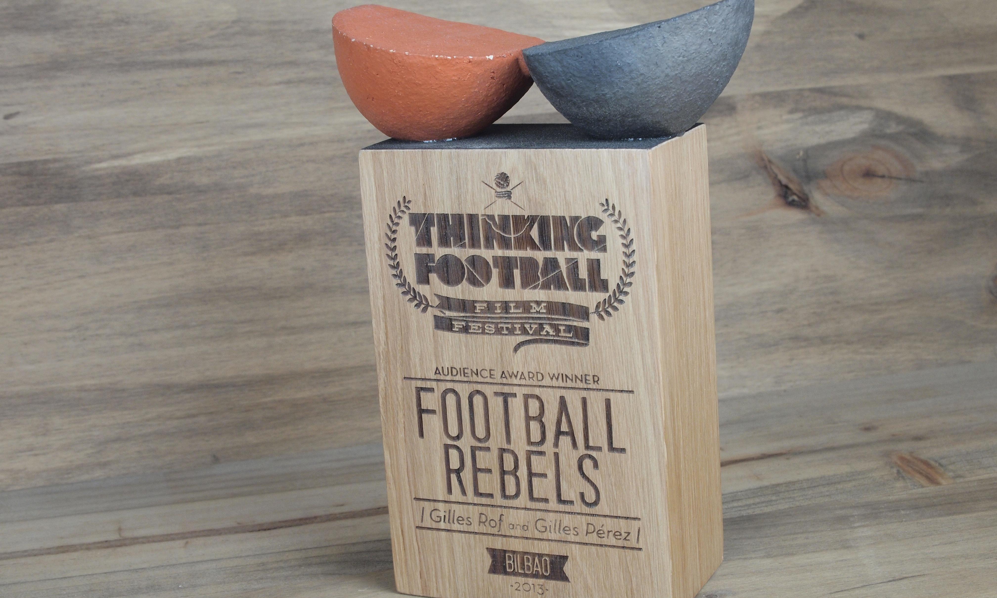 Trophée football en bois