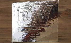 Trophée en métal gravé